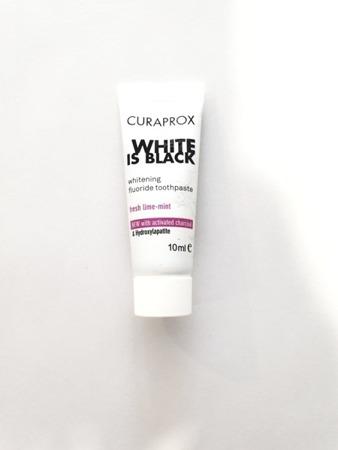 CURAPROX WHITE-is-BLACK Travel - czarna pasta wybielająca do zębów z aktywnym węglem 10 ml